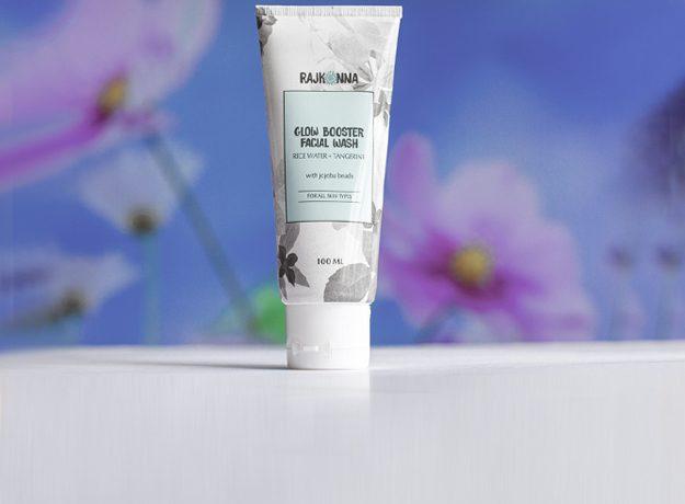 Review: Rajkonna Glow Booster Facial Wash With Jojoba Beads
